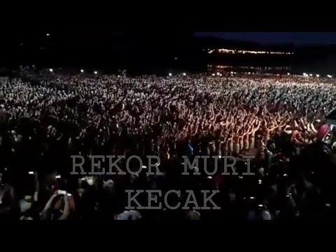 Pemecahan Rekor Muri Tari Kecak di Bali dengan total 5,555 orang