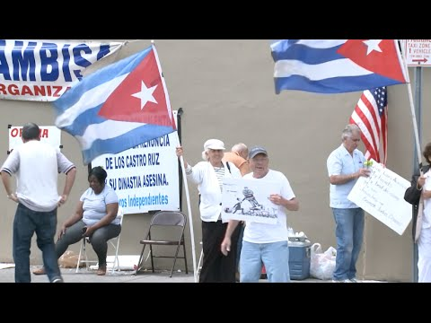 American, Cuban People Divided in Reaction to Obama's Visit in Cuba