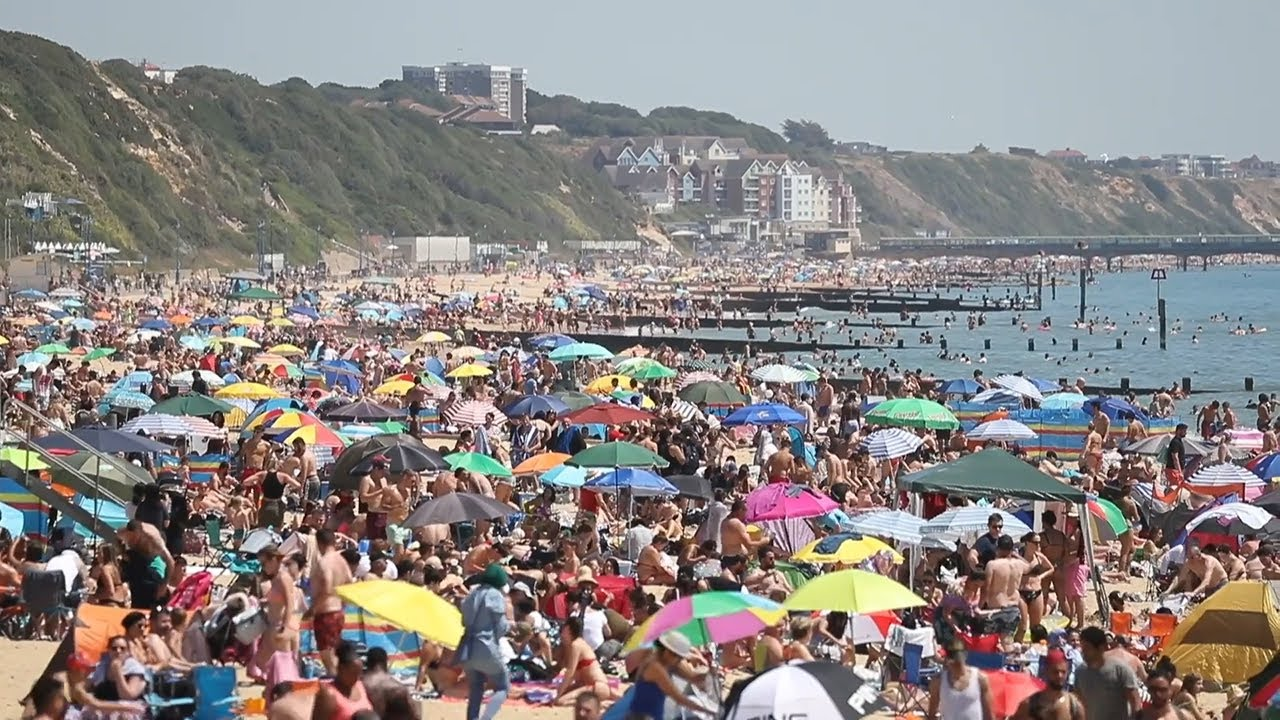 Major incident' as thousands flock to Bournemouth beach in heatwave - YouTube