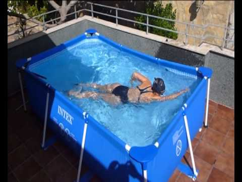Nadando en piscina youtube for Piscinas desmontables hinchables