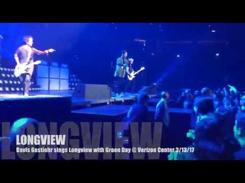 (Davis) sings Longview w/ Green Day again! Verizon Center 3/13/17