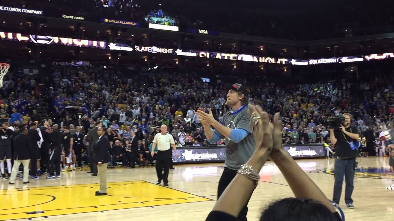 Hunter Pence Throws Giveaway Warriors Shirt Into Crowd