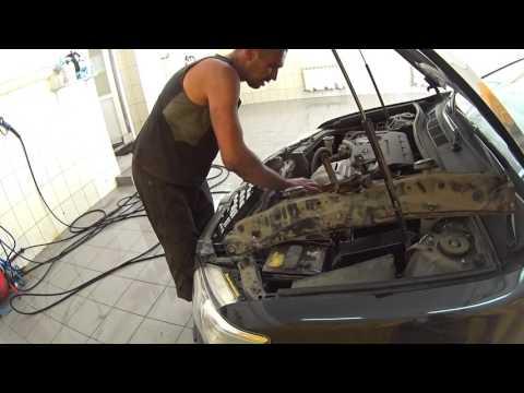 Кошмарно грязный радиатор. Toyota Camry V50   2 года машине.