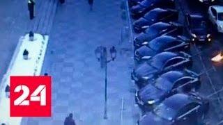 Москвич попытался поджечь машины у здания Совфеда и загорелся сам - Россия 24