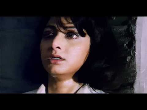 Sridevi frightened in jail in Gumrah (1993) HD