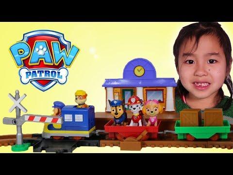 Jannie Builds & Plays with Paw Patrol Toy Playset