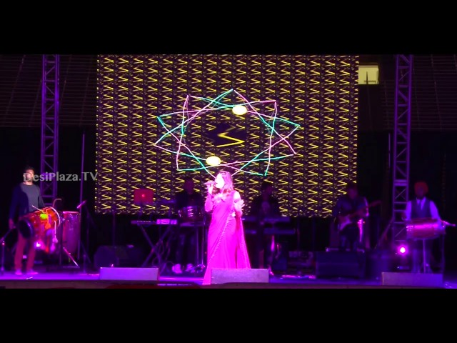 "Kanika Kapoor stunning entry with ""Baby Doll"" song"
