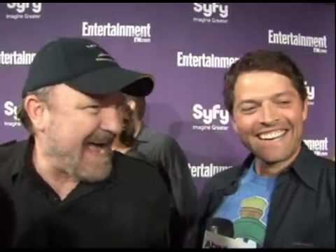 Jensen Ackles interrupts Misha Collins and Jim Beaver interview with a kiss