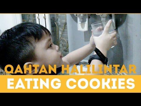 QAHTAN HALILINTAR EATING COOKIES - GENHALILINTAR 11 ANAK