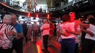 Karin och Rolf dansar till Leif Kronlunds
