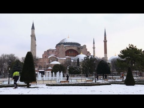 Turkey: Istanbul wakes up under a blanket of snow