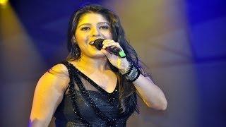 Sunidhi Chauhan Sings Ainvayi Ainvayi At Channel V Indiafest