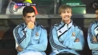 Ronaldo cười đểu Messi