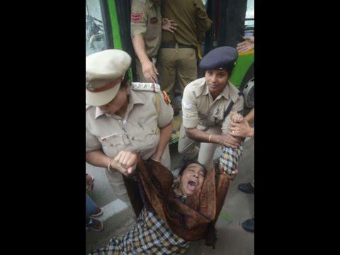 नजीब की बूढी माँ को दिल्ली की मोदी पुलिस ने किया गिरफ्तार।I