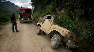 Bolivia's Death Road - Top Gear - Series 14 - BBC(Jeremy, Richard and James come face-to-face with Bolivia's infamous Death Road (El Camino de la Muerte). With the road barely wide enough for two vehicles ..., 2010-06-14T11:37:58.000Z)