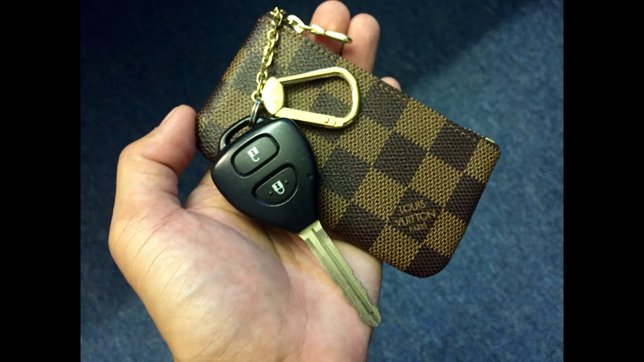 7cd516bd2afc Louis Vuitton Cles Key Pouch Damier Ebene Review - YouTube