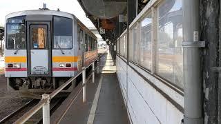 【JR西日本】【姫新線】【キハ120形】歴史ある津山駅を新見に向けてキハ120形が発車