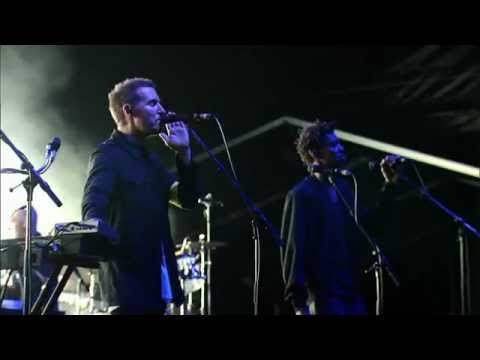 Massive Attack - Risingson (Live - Fuji Rock 2010)