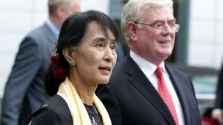 Aung San Suu Kyi arrives in Ireland