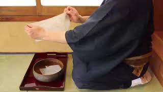 茶巾のたたみ方 (撮影者 表千家流) Japanese tea ceremony omotesenke  movement