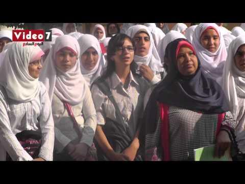 بالفيديو.. طالبة مسيحية تغنى « ياحبيبى يامحمد » مع الإذاعة المدرسية thumbnail