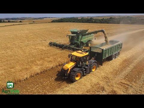 John Deere S690i Harvesting Barley 2018