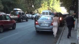 Parchează mașina sub semnul interzis și spune că nu l-a văzut