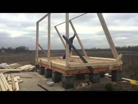 видео: Каркасный дом своими руками. Часть 3. Поднятие стен.