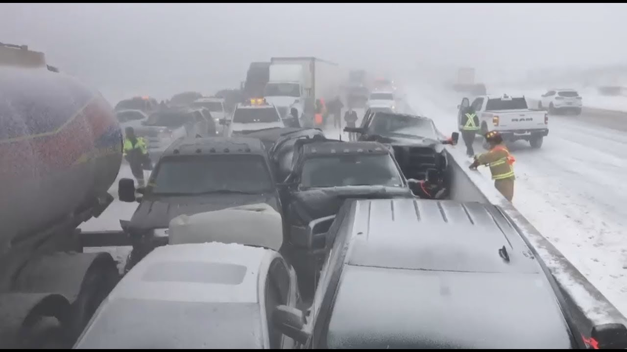 Pileup shuts down Highway 400 at Barrie