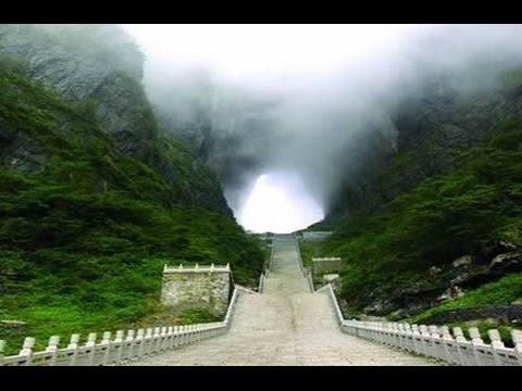 La monta a de la puerta al cielo en china tianmen shan for Puerta al cielo china