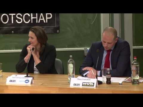Theo Francken krijgt studenten op zijn hand in Leuvens kopstukkendebat