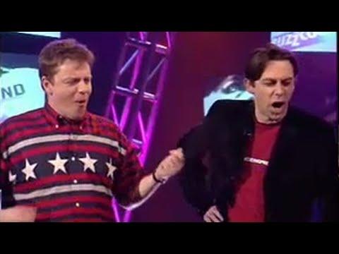 Suggs sings intro riffs - BBC