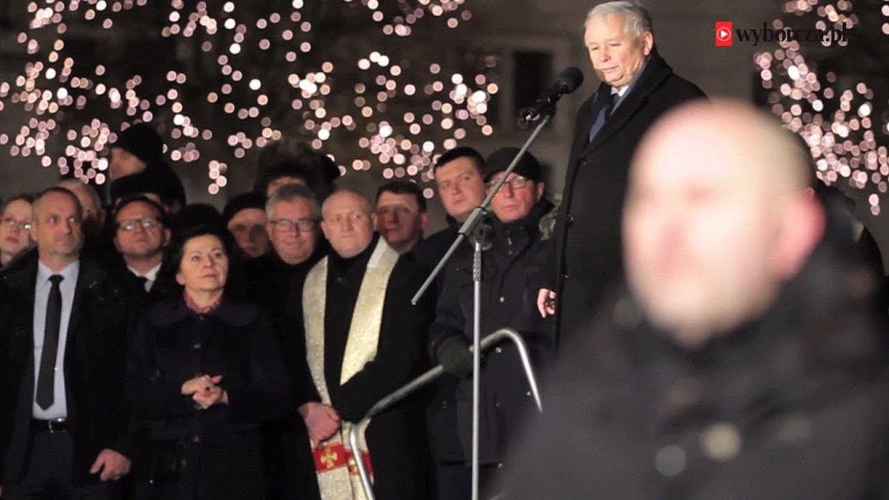 93. miesięcznica smoleńska. Jarosław Kaczyński przemawia, a tłum: Antoni! Antoni!