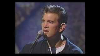 Chris Isaak - Wrong To Love You (MTV Unplugged)