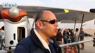 بالفيديو : طائرة عمرها أكثر من 80 عام  تهبط بالاهرامات احتفالا برالي الطيران