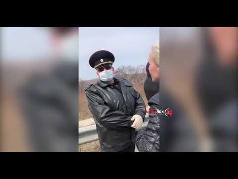 Жителей Владивостока на подъезде к о.Русский задержали сотрудники полиции за нарушение самоизоляции.