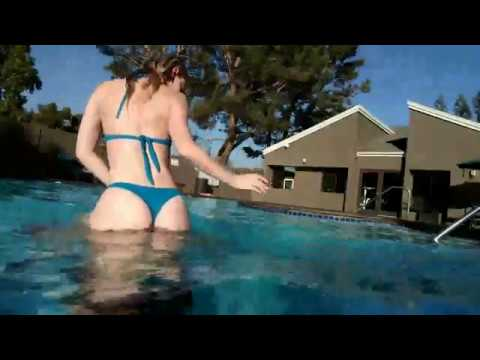 STPeach In Her Pool With Her Boyfriend Playing Chicken