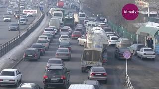 Участок трассы Алматы - Бишкек блокируют в районе рынка Алтын-Орда на время реконструкции (08.12.17)