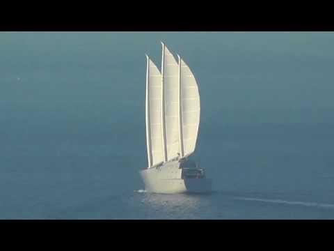 Sailing Yacht A a vele spiegate nel golfo di Napoli: che spettacolo!
