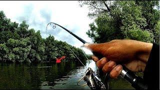 ПОЙМАЛ ОГРОМНОГО БОБРА НА ДЖИГ ВОТ ЭТО РЫБАЛКА Редкие кадрыТрофейная рыбалка.