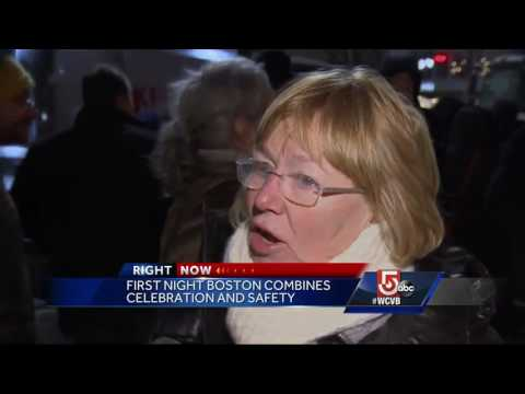 Thousands pack Copley Square to ring in 2017