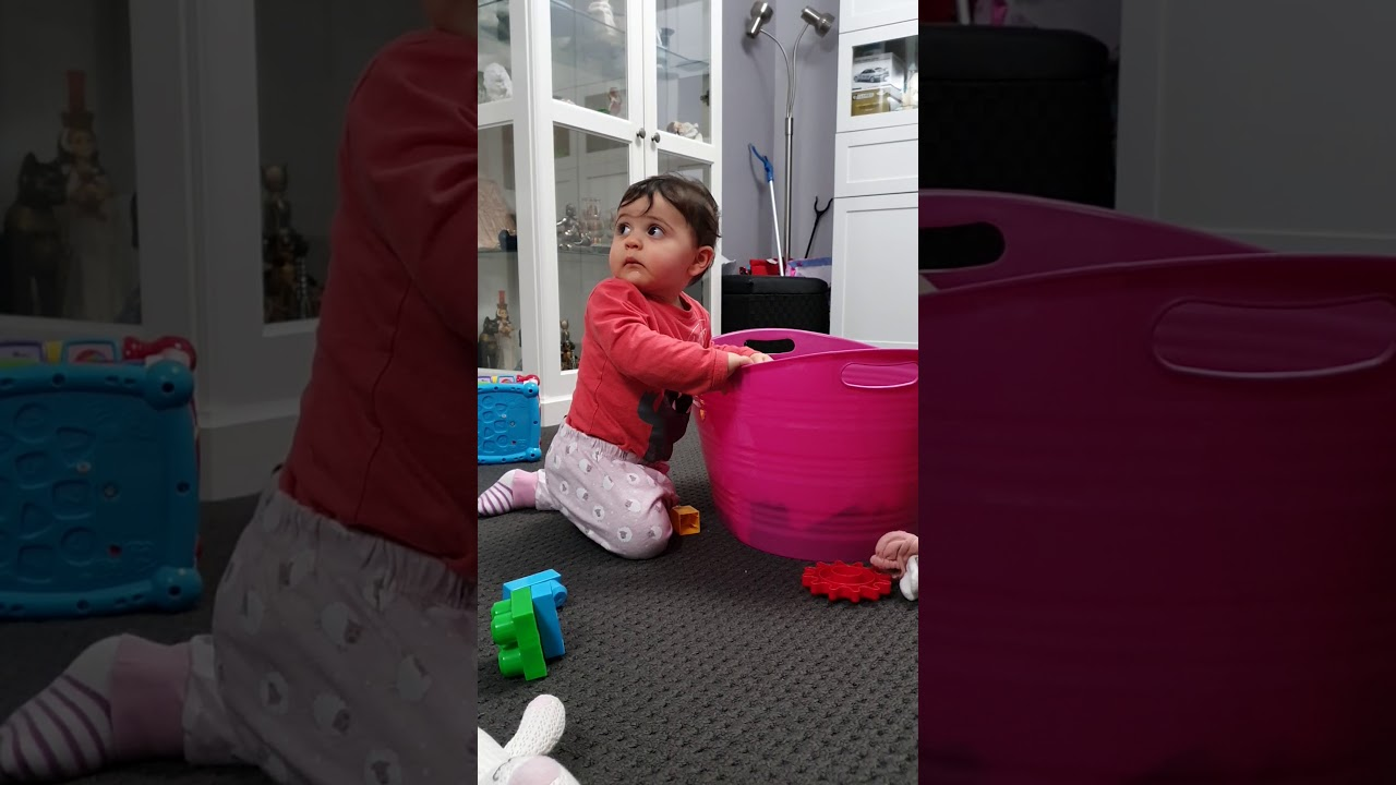 The very busy baby - YouTube