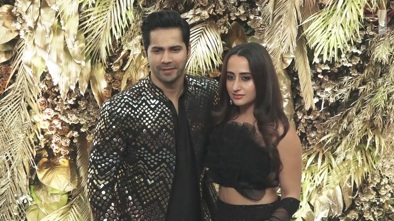 Varun Dhawan With His GF Natasha Dalal Attend Armaan Jain-Anissa Malhotra  Wedding Party - YouTube