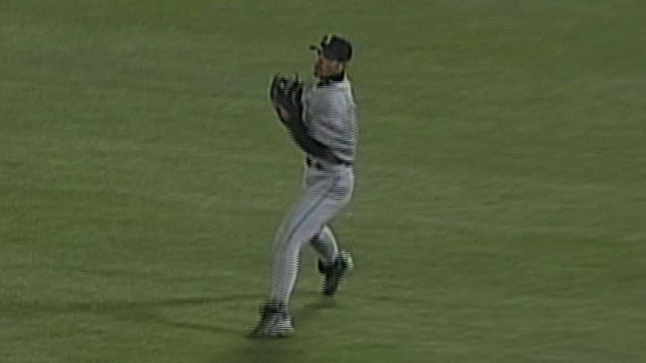 Ichiro's iconic throw to 3rd base - YouTube