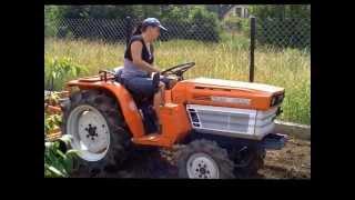 Mini Traktorek ogrodowy z glebogryzarką Kubota 1600D prezentacja. www.akant-ogrody.pl