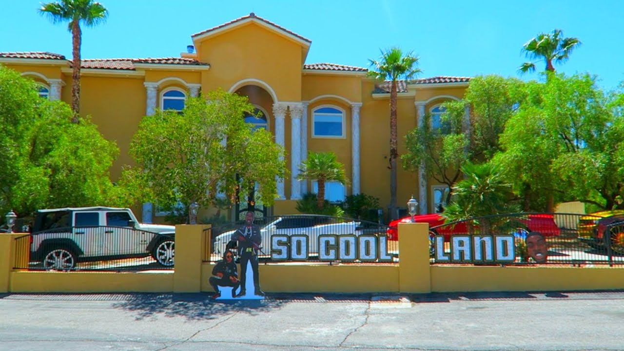MEGA MANSION TOUR ( SO COOL LAND ) - YouTube
