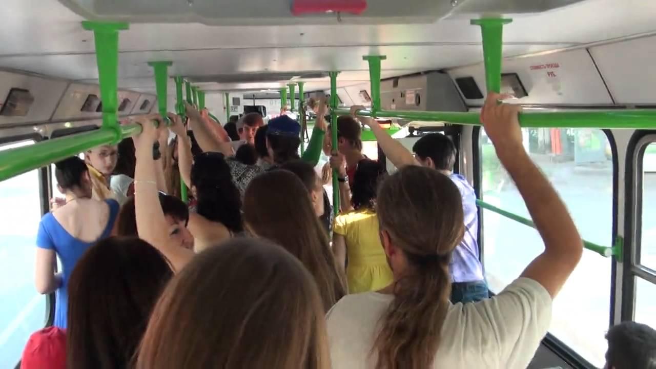 трах русских девочек в автобусе