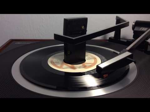 The Captain & Tennille - Love Will Keep Us Together ((STEREO)) 1975