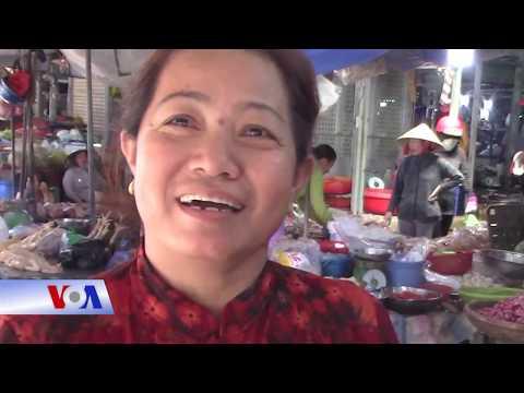 Khách Du Lịch Trung Quốc ở Nha Trang (VOA)