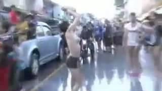 Repeat youtube video เต้นยั่ว ชั่วโชว์นม วันสงกรานต์ (เป็นข่าว)